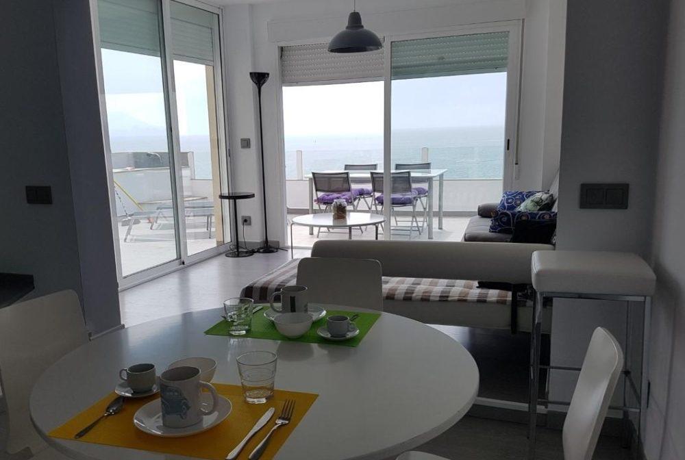 Apartamentos que admiten perros en Peñiscola ideales para tus vacaciones y desde los que puedes disfrutar de la playa.