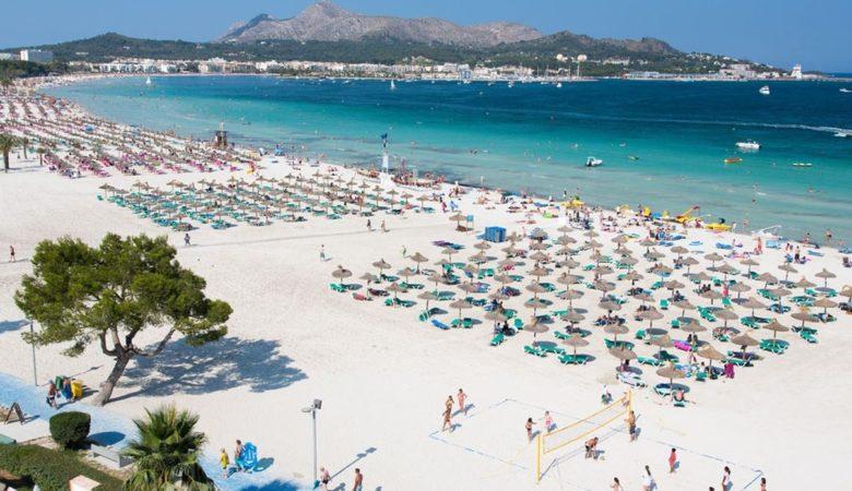 Hoteles que aceptan perros en Alcudia donde disfrutar de esta playa de la isla de Mallorca con tu perro