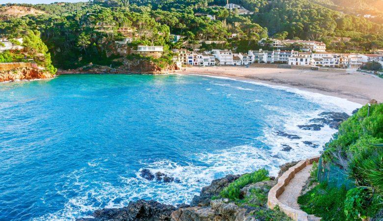 Hoteles que admiten perros en Begur para disfrutar de la Costa Brava con tu mascota